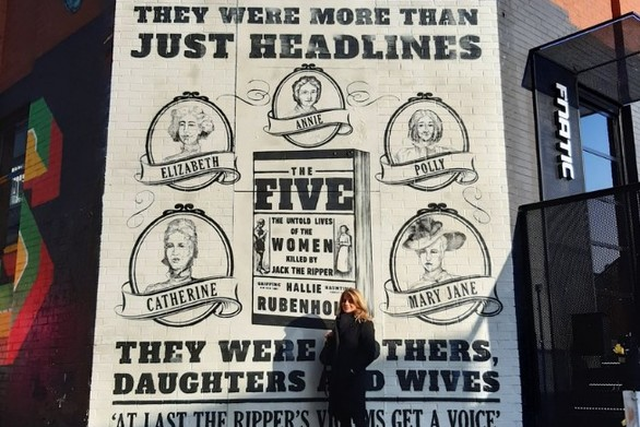 Μια τοιχογραφία για... να αποκτήσουν φωνή τα θύματα του Τζακ του αντεροβγάλτη