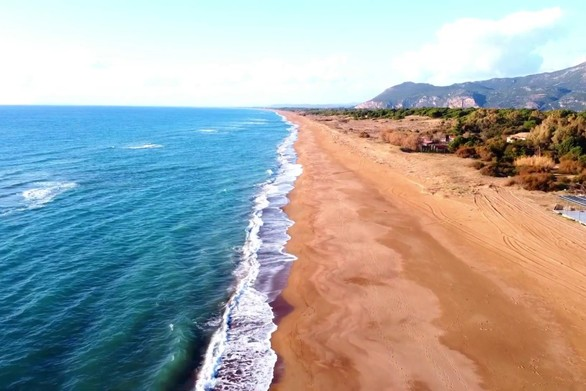 Ζαχάρω - Εναέριο βίντεο από τη μεγαλύτερη, σε έκταση, παραλία της Ελλάδας!