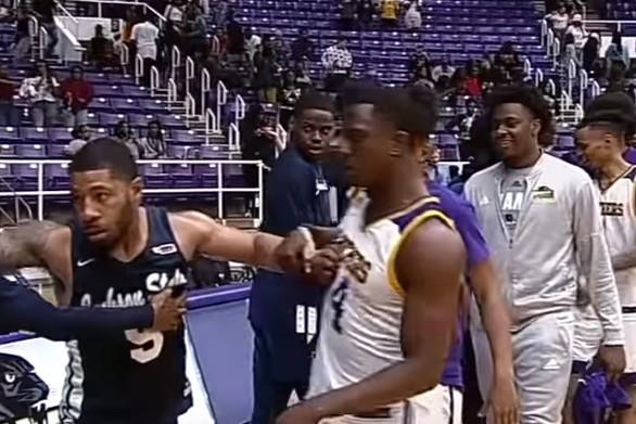 ΗΠΑ - Έπεσε ξύλο σε αγώνα μπάσκετ κολεγιακού πρωταθλήματος (video)