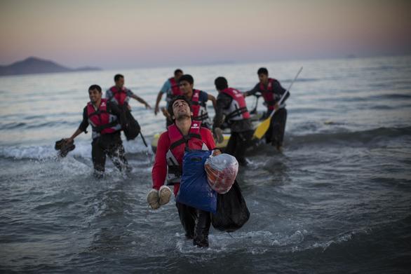 Μεταναστευτικό - Το 65% θεωρεί απειλή τους πρόσφυγες