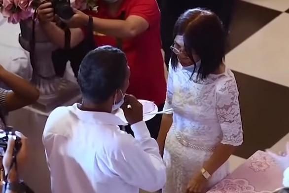 Φιλιππίνες - Εκτατοντάδες νεόνυμφοι παντρεύτηκαν φορώντας μάσκες (video)
