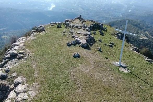 Το βυζαντινό Κάστρο Βλοχού στην Αιτωλοακαρνανία, από ψηλά (video)