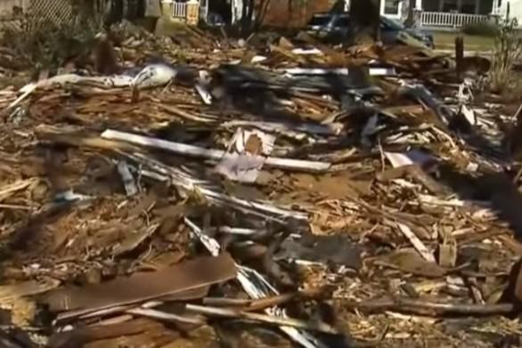 Συνεργείο κατεδάφισε το... λάθος σπίτι (video)