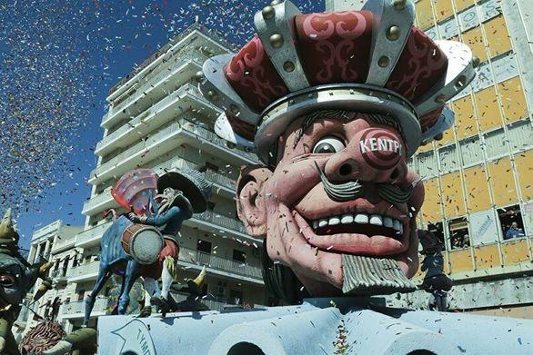 """Η Πάτρα το """"γλέντησε"""" στο fb - Τραγούδια, συμβουλές και προτάσεις για το Καρναβάλι του καλοκαιριού!"""