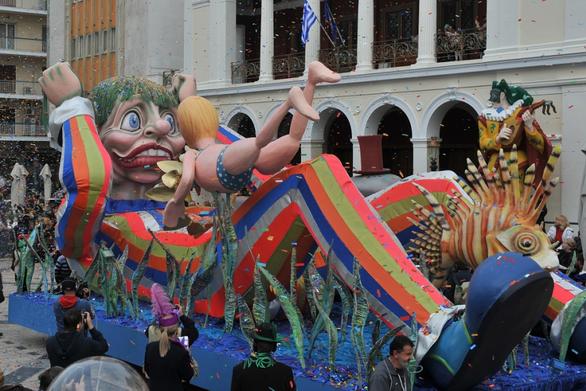 Πάτρα - Συμβολική κίνηση από τα πληρώματα του Καρναβαλιού