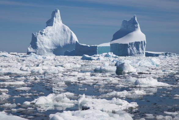 Οι πάγοι σε Ανταρκτική και Γροιλανδία λιώνουν με εξαπλάσιο ρυθμό σε σχέση με τη δεκαετία του '90