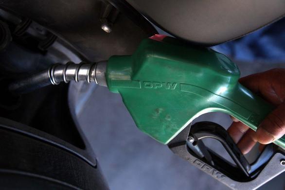 Κορωνοϊός: Ουρές και στα βενζινάδικα