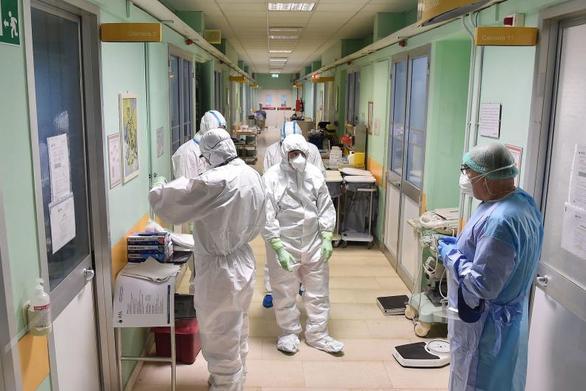 Κορωνοϊός - Η κυβέρνηση δρομολογεί 500 κινητές μονάδες νοσηλευτών
