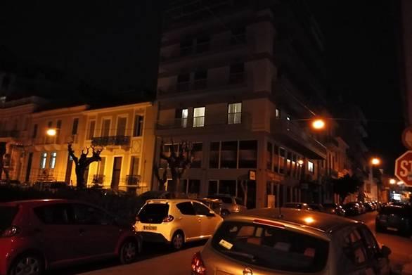 Κορωνοϊός: Λίγοι Πατρινοί χειροκρότησαν αυτή την Κυριακή από τα μπαλκόνια τους