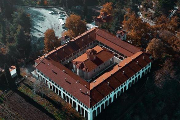Αγία Λαύρα - Το ιστορικό μοναστήρι που συνδέθηκε με την επανάσταση του '21 (pics+video)