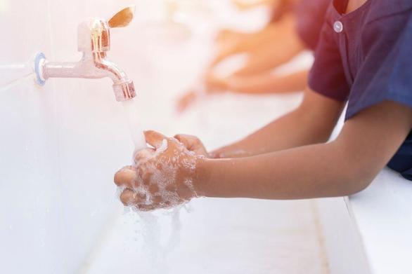 Μαθαίνουμε στα παιδιά γιατί είναι σημαντικό να πλένουμε τα χέρια