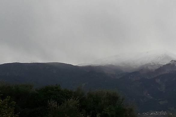 Ανοιξιάτικο χιόνι στο Παναχαϊκό εν μέσω πανδημίας (φωτο)