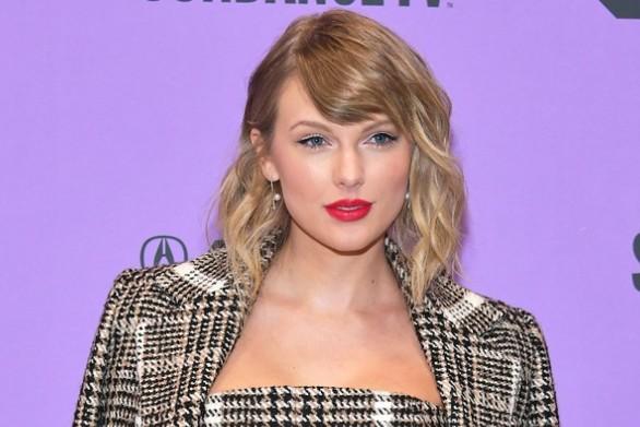 Η Taylor Swift δωρίζει χρήματα σε θαυμαστές της που έχουν πληγεί από την καραντίνα