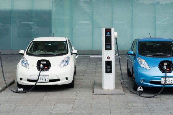 Αυξάνεται η ζήτηση για το λίθιο των μπαταριών των ηλεκτρικών αυτοκινήτων