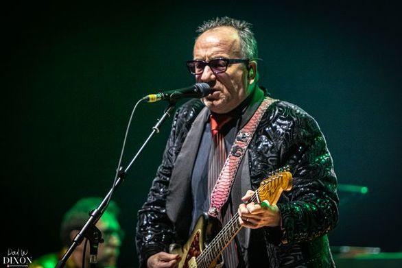 Ο Elvis Costello στη μάχη κατά του κορωνοϊού, με ένα τραγούδι (video)