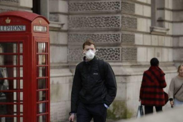 Κορωνοϊός - Βρετανία: 390 νεκροί σε μια ημέρα