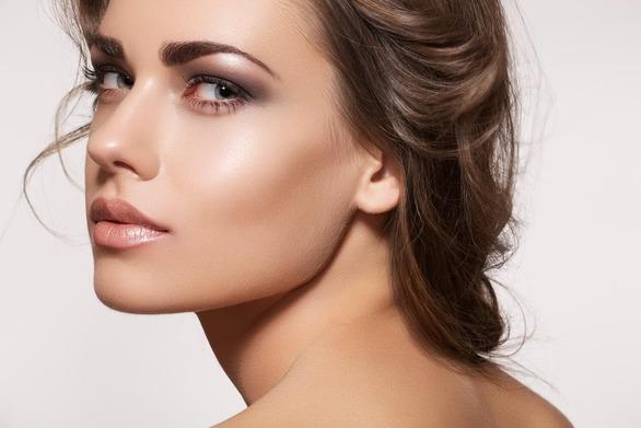Πώς θα γίνετε brow expert με έξι κινήσεις