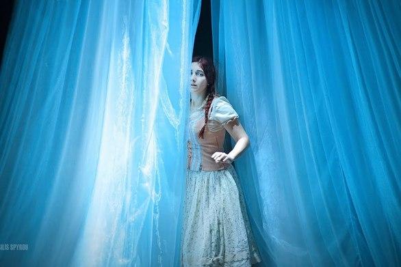 """Πάτρα - Η """"Βασίλισσα του Χιονιού"""" στο θέατρο Απόλλων, το Δεκέμβριο του 2014 (video)"""