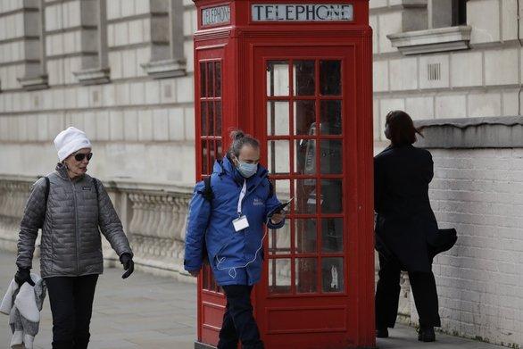 Βρετανία: Τουλάχιστον ως το τέλος Μαΐου τα περιοριστικά μέτρα