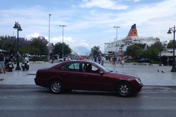 Πάτρα - Κορωνοϊός: Σε απολύμανση των ταξί προχώρησαν οι οδηγοί (video)