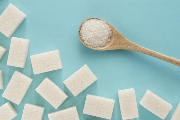 Πώς θα μειώσετε τη ζάχαρη στη διατροφή σας όσο μένετε σπίτι