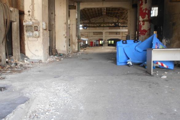 Υπαρκτός ο κίνδυνος διασποράς στα πρώην εργοστάσια της παραλιακής της Πάτρας