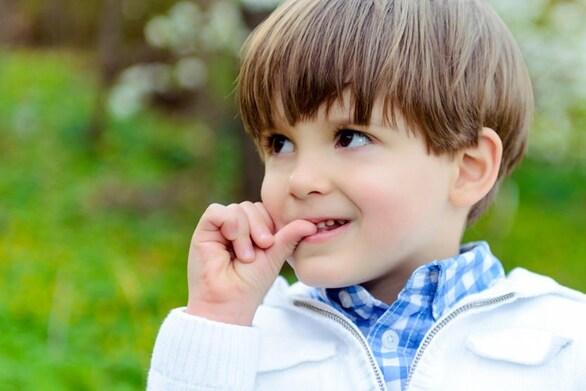 Πώς θα σταματήσει το παιδί να τρώει τα νύχια του