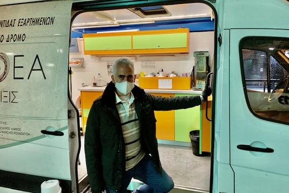 Στο νυκτερινό Streetwork του ΚΕΘΕΑ, για τους άστεγους χρήστες, ο Πρόεδρος Χρίστος Λιάπης