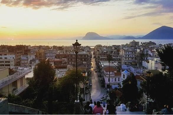 Οι σκάλες της Αγίου Νικολάου στην Πάτρα παίρνουν και πάλι ζωή (pics)