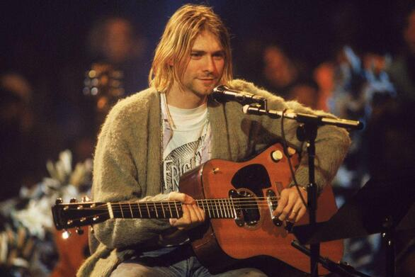 Σε δημοπρασία η κιθάρα του Κομπέιν από το Unplugged των Nirvana