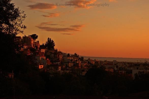 Η συνοικία Τριτάκη της Πάτρας, με φόντο το ηλιοβασίλεμα!