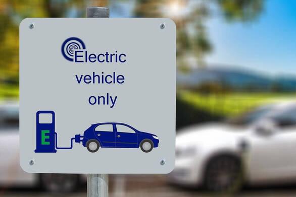 Έρχεται πρόγραμμα επιδότησης για αγορά ηλεκτροκίνητων αυτοκινήτων και σκούτερ