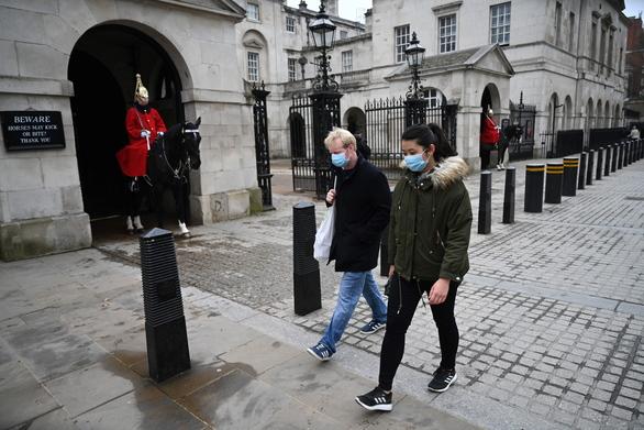 Βρετανία: Σχεδόν 43.000 οι νεκροί από την Covid-19