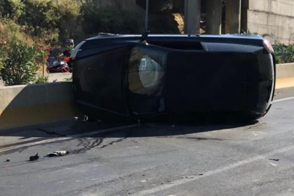 Ανετράπη αυτοκίνητο στην παλιά εθνική οδό Πατρών - Κορίνθου