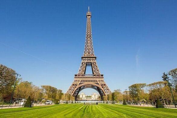 Οι κάτοικοι του Παρισιού επισκέφθηκαν τα πάρκα της πόλης μετά από 11 εβδομάδες
