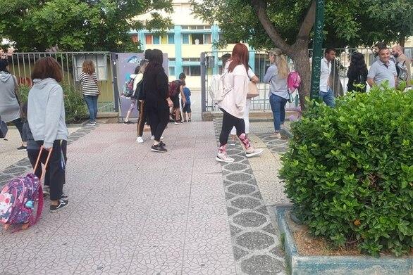 Πάτρα: Ξεκίνησαν μαθήματα τα παιδιά των δημοτικών και των νηπιαγωγείων