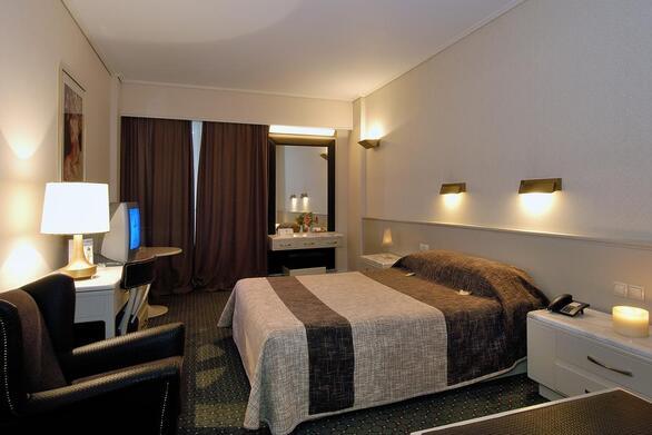 4 μεγάλα ξενοδοχεία της Πάτρας δεν άνοιξαν την 1η μέρα επαναλειτουργίας του κλάδου