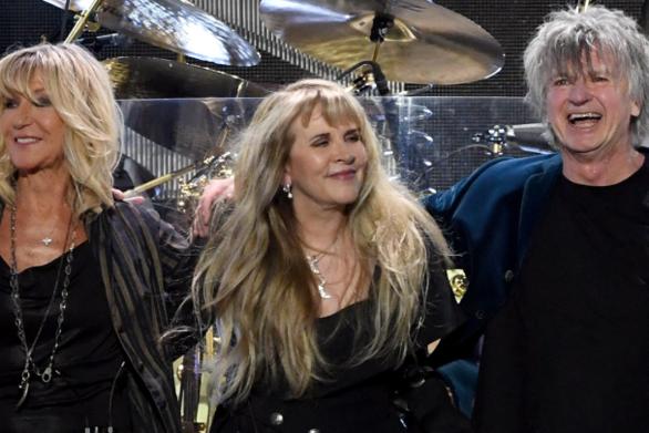 Νιλ Φιν, Στίβι Νικς και Κριστίν ΜακΒι κυκλοφόρησαν τραγούδι για τους άστεγους του Ώκλαντ