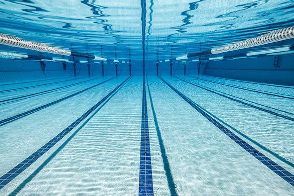 Αγωνία για 45χρονη που ανασύρθηκε χωρίς τις αισθήσεις της από πισίνα