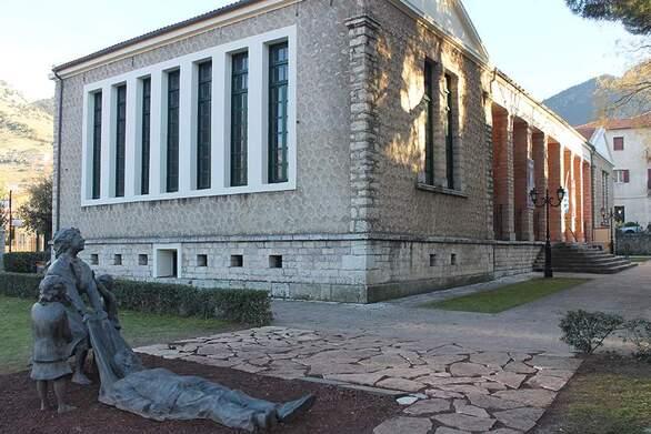 """""""Μάτωσαν"""" τα Καλάβρυτα από το κλείσιμο των αρχαιολογικών χώρων στην πανδημία"""