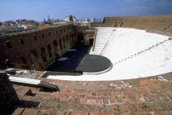 Όποιος προλάβει - Μόλις 108 θεατές σε κάθε εκδήλωση στο Ρωμαϊκό Ωδείο της Πάτρας!