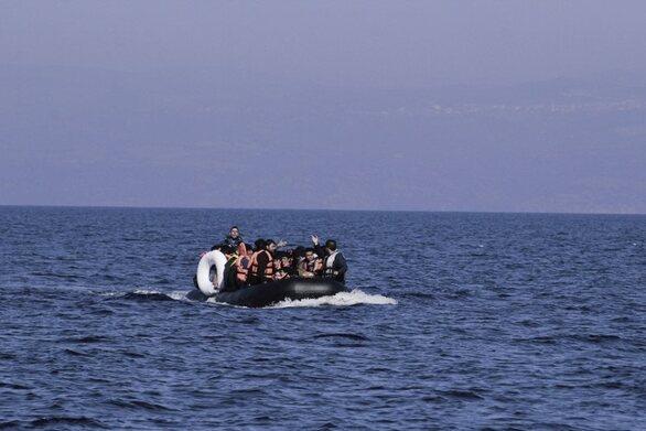 Βάρκα με 27 πρόσφυγες και μετανάστες έφτασε στη Νεάπολη Μυτιλήνης