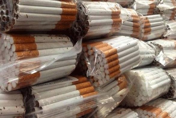 """Πάτρα - Τους """"τσάκωσαν"""" στη λαϊκή αγορά να πωλούν λαθραία τσιγάρα"""