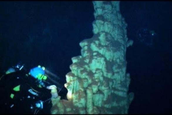 Κατάδυση σε δύο υποβρύχια σπήλαια, σε χωριό της Πελοποννήσου (video)