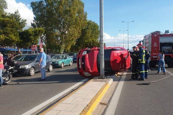 Πάτρα - Αυτοκίνητο έχασε τον έλεγχο και ανατράπηκε στην Ακτή Δυμαίων (φωτο)