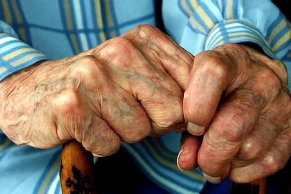 Βόλος - Βρήκαν ηλικιωμένο σε ημιλιπόθυμη κατάσταση από την πείνα