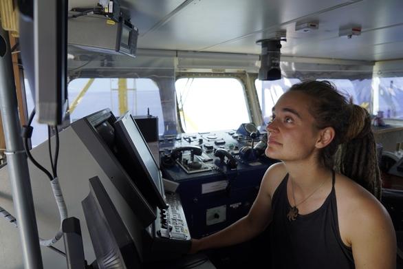 """Κάρολα Ρακέτε: """"Μετανάστες πνίγονται στη Μεσόγειο επειδή το θέλει η ΕΕ"""""""