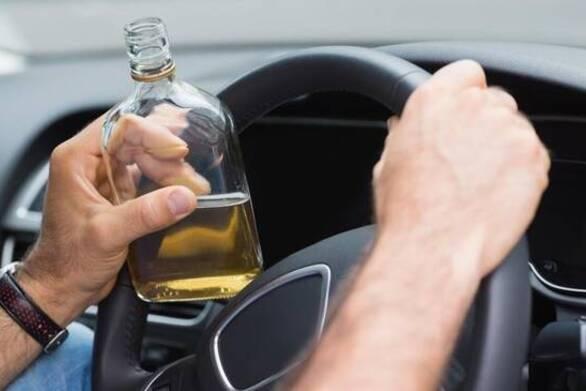 Δυτ. Ελλάδα: Οδηγούσε μεθυσμένος και ενεπλάκη σε τροχαίο