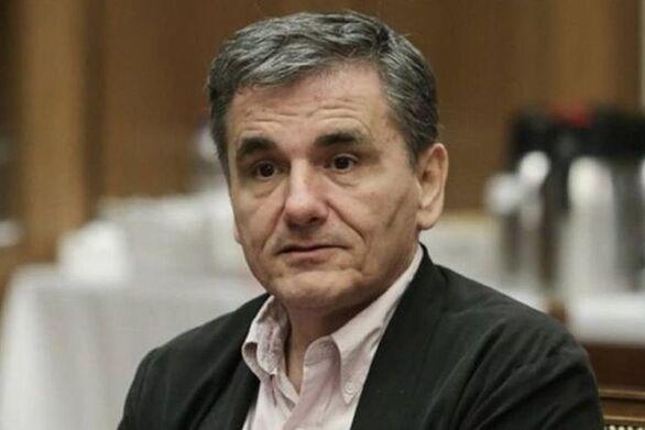 """Τσακαλώτος: """"Οι προβλέψεις Στουρνάρα δεν ταυτίζονται ακριβώς με αυτές της κυβέρνησης"""""""