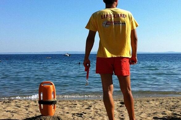Τοποθετήθηκαν ναυαγοσώστες στις παραλίες της Πάτρας